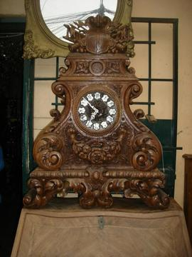 Reloj Victoriano de Roble ingles Tallado con esfera esmaltada