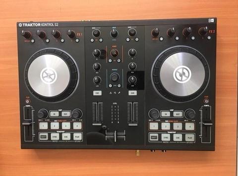 Controlador Traktor Kontrol S2 para DJ